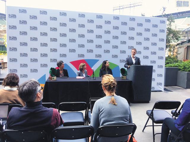 會議主辦者周四特別在巨人隊AT&T球場舉行記者會公佈高峰會的環保措施。記者姚善珩攝