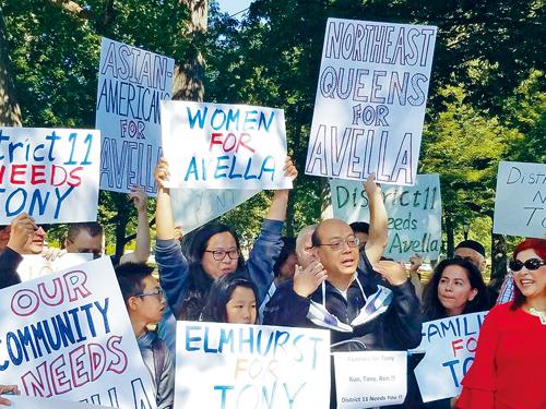 紐約同源會成員黃友興表示,集會的最大目的是支持艾維拉在大選日參與角逐連任紐約州參議會議員。