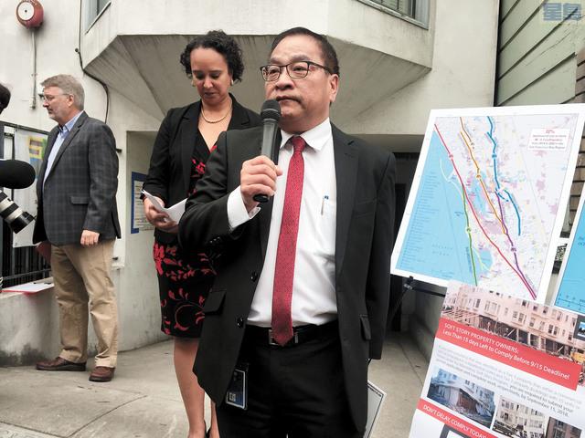 三藩市樓宇檢查局局長許子湯呼籲業主在9月15日提交許可申請。記者李娜攝