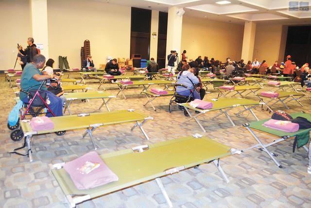庇護所演習現場內床位充足。 記者徐明月攝
