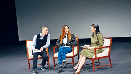 楊明明在亞洲協會談《柔情史》的創作。