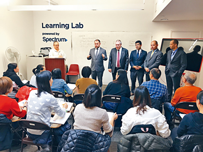 華策會成人識讀課程的學生大部分是來自中國的新移民。