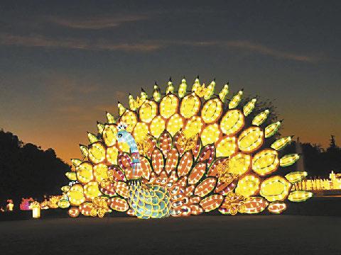 「月光森林」夢幻燈籠藝術節展覽是藝術和文化的體驗。本報記者