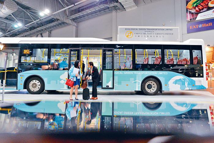 中國之信集團二十五日宣布引入全港首架歐盟全面品質認證的零排放電動巴
