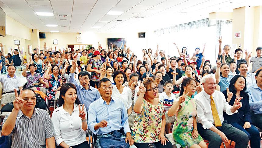 華裔支持者們之前為艾維拉籌款。資料圖片