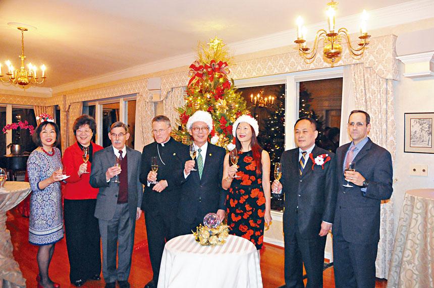 高碩泰代表等舉杯,向大家表示祝福。