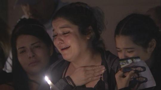 疑因嫌犯找錯門,拉斯維加斯一名11歲女童在家竟遭19歲嫌犯開槍誤殺喪命,其親友及社區人士為她舉辦哀悼會,並譴責暴力罪行。FOX 5 KVVU-TV