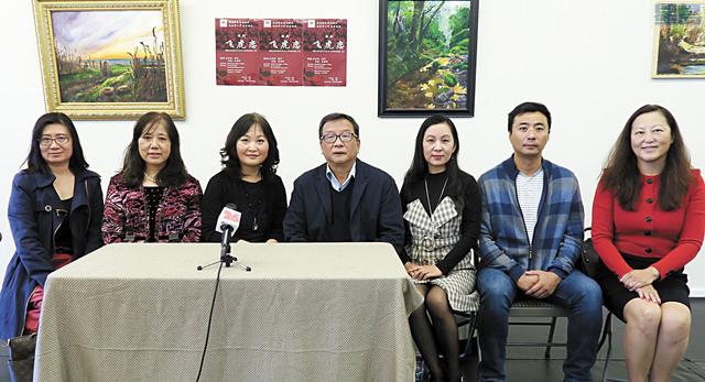 l 北美楓香硅谷劇社宣佈11日演出「飛虎戀」。左三為導演曾春暉。記者王慶偉攝