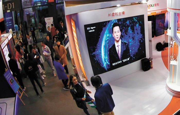 在浙江烏鎮舉行的第五屆世界互聯網大會「互聯網之光」博覽會會場內,「AI虛擬主播」引人注意。中新社