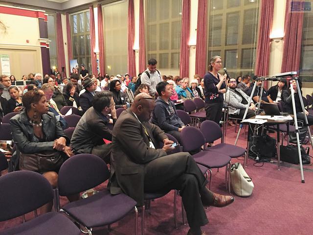 超過150名社區成員、移民律師和社區組織代表出席會議,反對聯邦推出的新「公共負擔」政策。記者馬欣攝