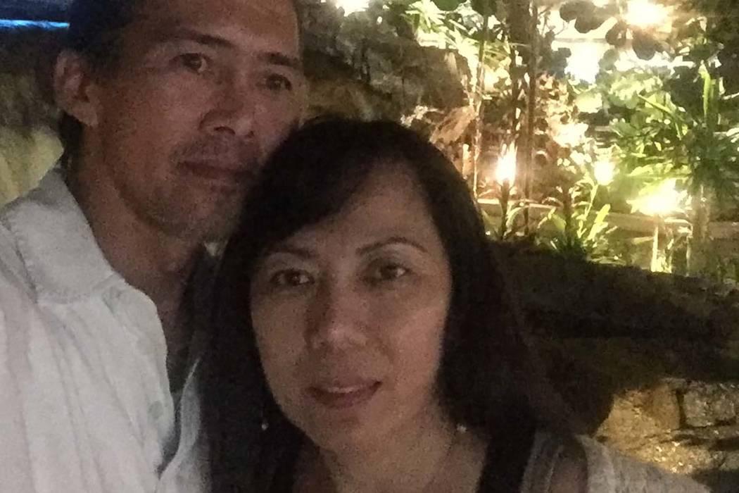 53歲的美甲店老闆阮柔(右)。取自募捐網站