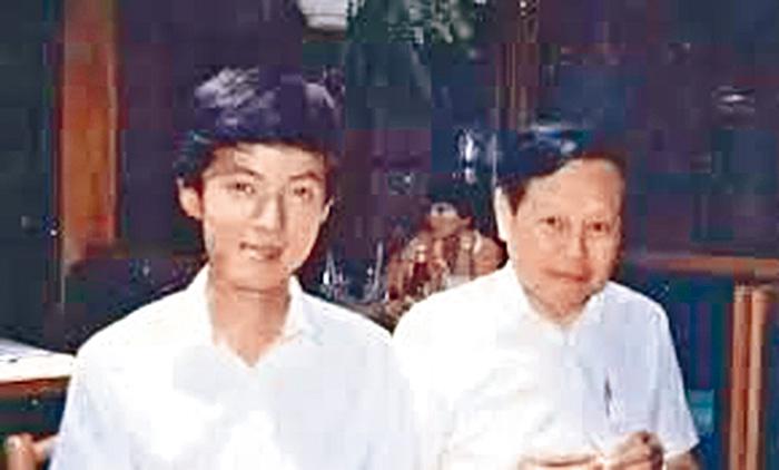 ■張首晟(左)與恩師楊振寧。網上圖片