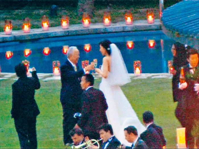 ■在晉亨的婚宴中,許世勳與媳婦李嘉欣開心共舞,一時成為城中熱話。 資料圖片