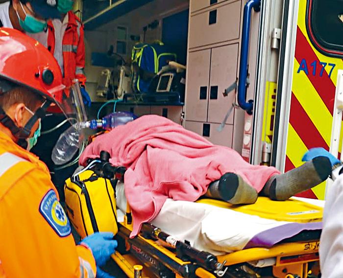 男子被藏身尼龍袋在海面漂浮,救起送院證實早已死亡,警方列作兇殺案。