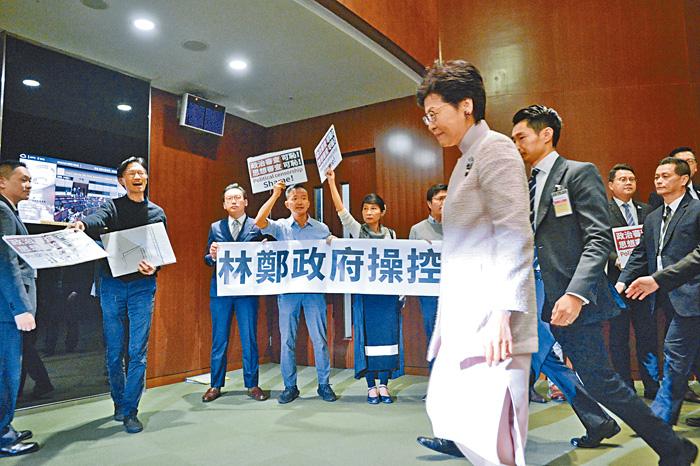 林鄭月娥表示,對質詢時間未能順利舉行感到可惜和遺憾。梁譽東攝