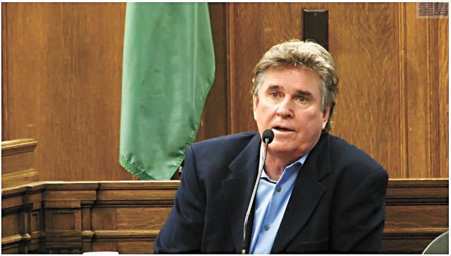 西雅圖鴨子船公司執行長翠西向陪審團表示,他會為意外負上個人責任,又稱他不知道涉事鴨子船前軸問題的維修建議。KOMO News電視截圖