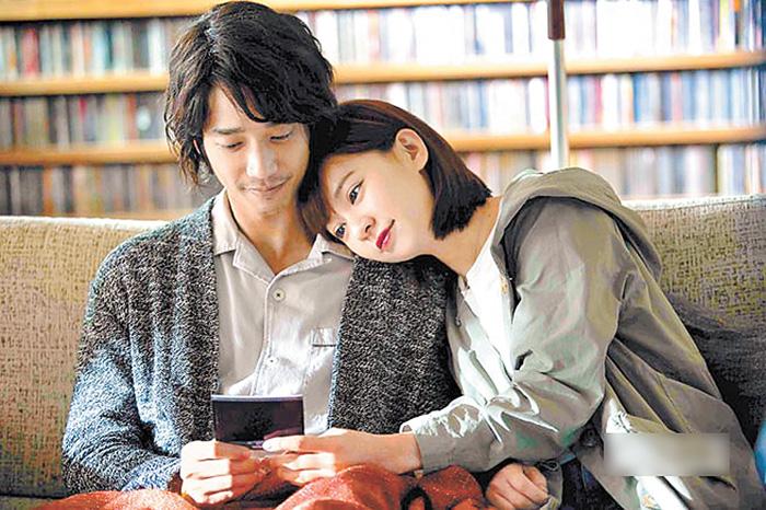 ■劉以豪(左)和陳意涵(右)在《比悲傷更悲傷的故事》中扮演深情虐戀情侶,圖為劇照之一。網上圖片