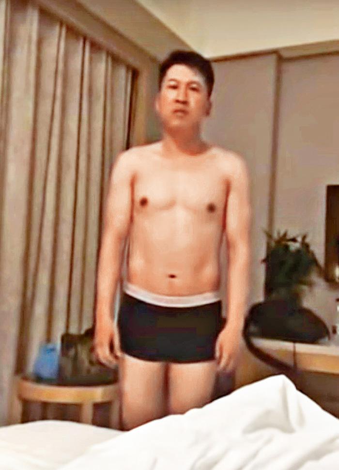 疑似大連海關關員管兆津的男子在片中承認出軌。網上圖片