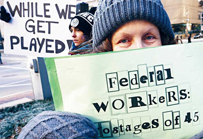 ■聯邦僱員集會抗議,敦促總統特朗普結束政府停擺,以便他們能夠重新開始工作可以獲得發薪。    美聯社