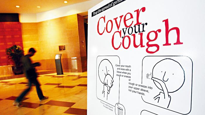 ■今年流感季已進入高峰期。當局張貼宣傳畫,提醒人們咳嗽時要捂著嘴巴。 法新社
