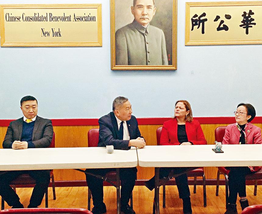 馬麗桃拜訪中華公所。右起:陳倩雯、馬麗桃、伍銳賢、寧陽會館主席曾偉康。
