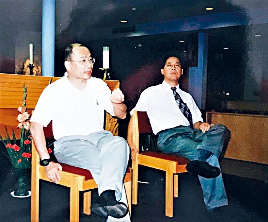 (左起)楊鳴章、陳建立在波士頓華人天主教會的活動中。陳建立提供