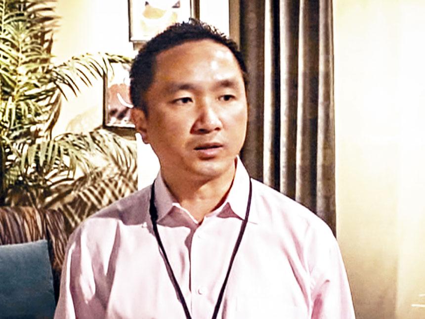 華裔地產商黃思亦被爆出充當「諜中諜」,為了希望在未來能減刑,與美國聯邦調查局(FBI)合作,秘密記錄與蘇禮仕、麥克麥迪根的談話。