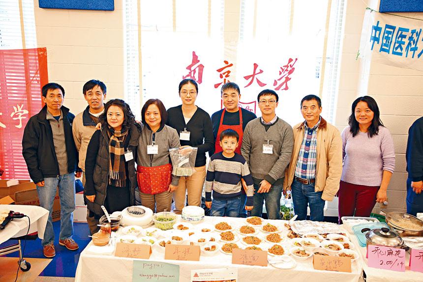 南京大學校友會的服務團隊。