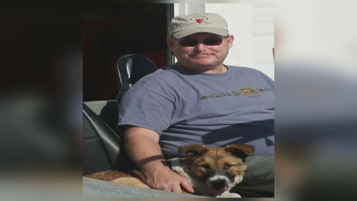 今年64歲的男性歐文斯生前住在拉斯維加斯近郊,他日前到聖地牙哥海邊渡假,卻因想救遭大浪捲走的寵物犬不幸喪命。歐文斯家屬/ FOX 5 KVVU-TV