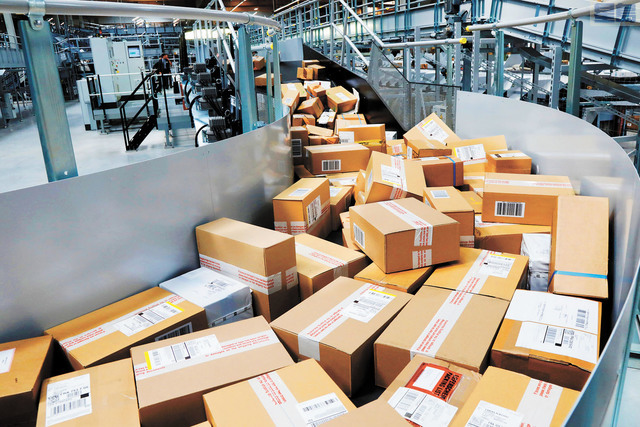圖為UPS聯合包裹服務中心的包裹。路透社資料圖片