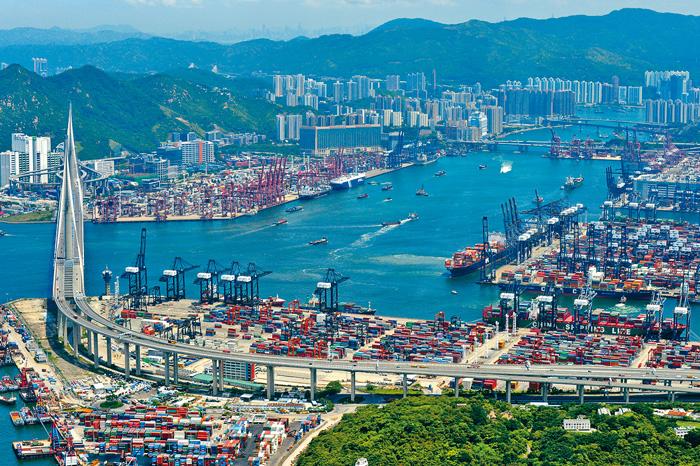 葵青貨櫃碼頭約有百公頃後勤地,可作多項用途。