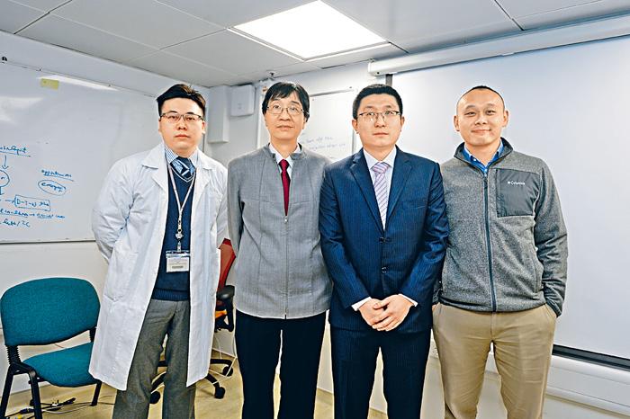 袁國勇(左二)及其研究團隊。右二為袁碩峰。陳浩元攝