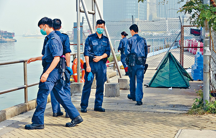 ■警方在機場對開海面發現全裸男浮屍,疑是失蹤船員。