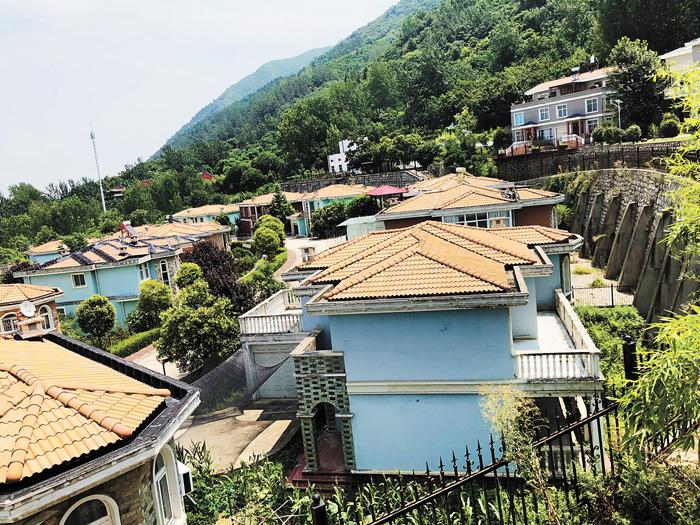 秦嶺青華山下的別墅項目「提香溪穀」。