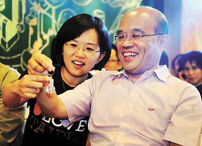 蘇貞昌與立委女兒蘇巧慧可能在立法院院會上碰面。網上圖片