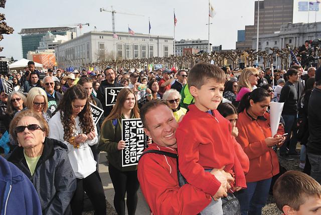 三藩市近五萬人參加反墮胎遊行。記者徐明月攝