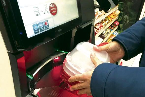 ■自助結賬機本意是為顧客提供便利,但有些顧客抱怨稱其故障頻發。CBC