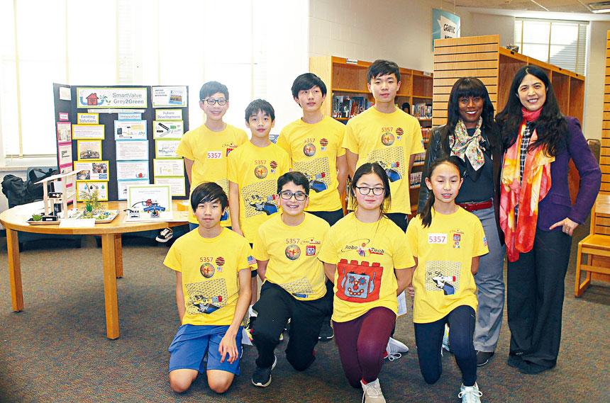 傑里科中學科學團隊成員與指導老師Serena McCalla及蕭麗香介紹了「智能閥門系統」的製作和節省水方面的功用。