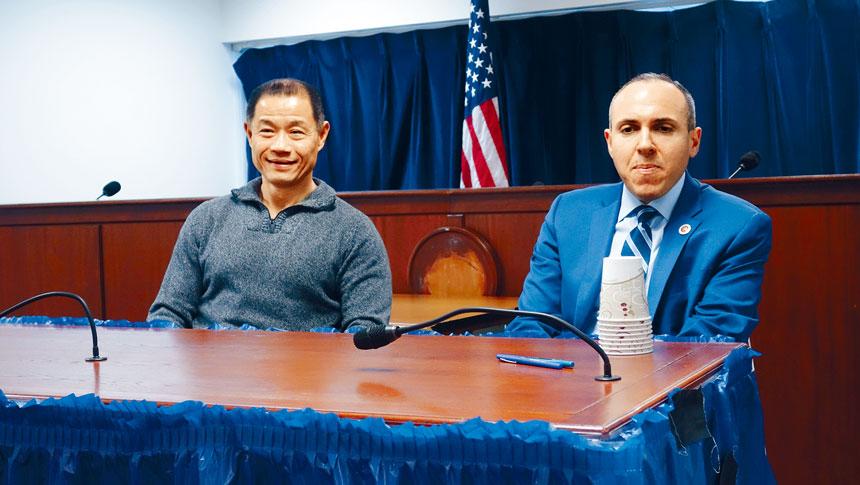 劉醇逸和崔馬克誓聯手保衛特殊高中考試。