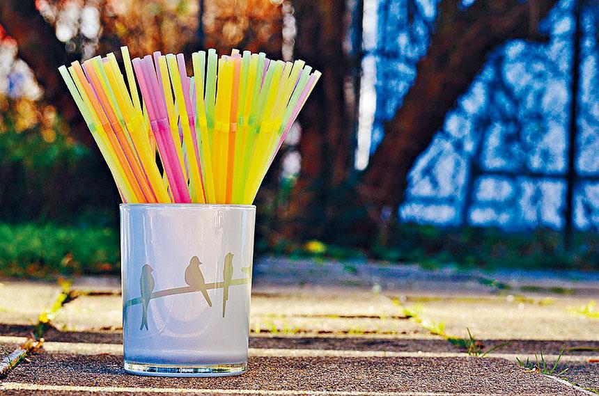 布碌崙市議員再提禁止吸管和塑膠袋。網路圖