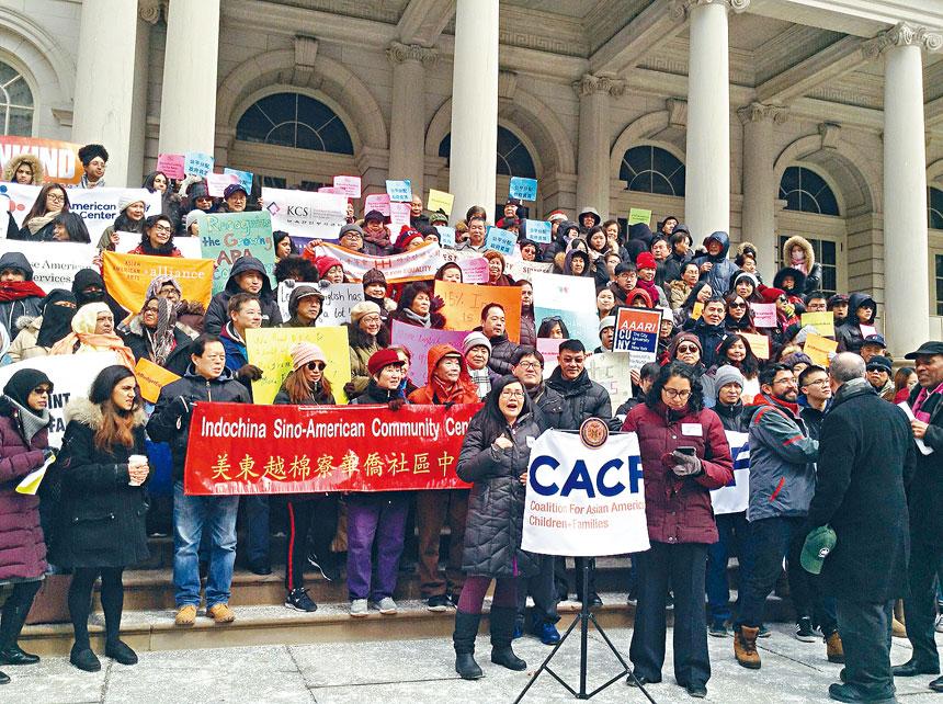 亞裔社區代表集會呼籲增加經費。