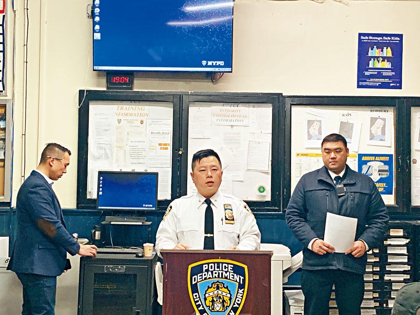 市警5分局於27日在警局舉辦例行警民會,局長吳銘恆(中)向與會民眾通報轄區治安狀況,並就民眾所反映的治安憂慮予以回覆和解答。