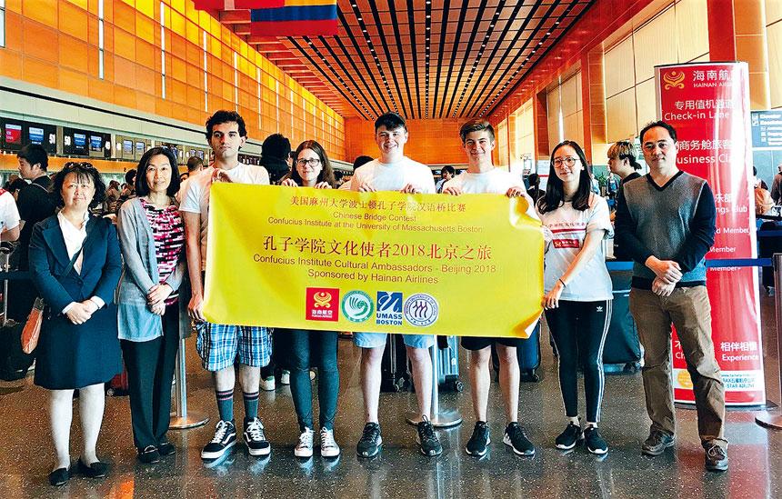 王淑紅老師(左二)帶領孔子學院文化使者們前往中國訪問。檔案圖片