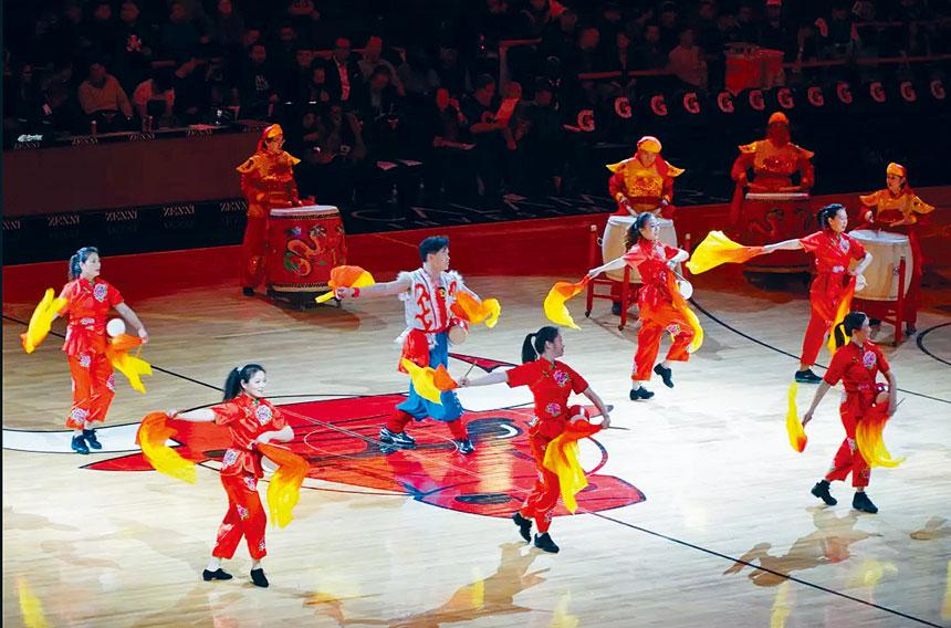 華星藝術團表演的氣勢磅礡的大鼓,隆隆鼓聲撼動人心。