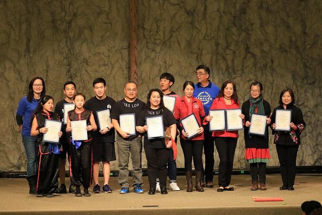 普慕納中文學校新春園遊會鼓勵學習優秀的同學。主辦方提供