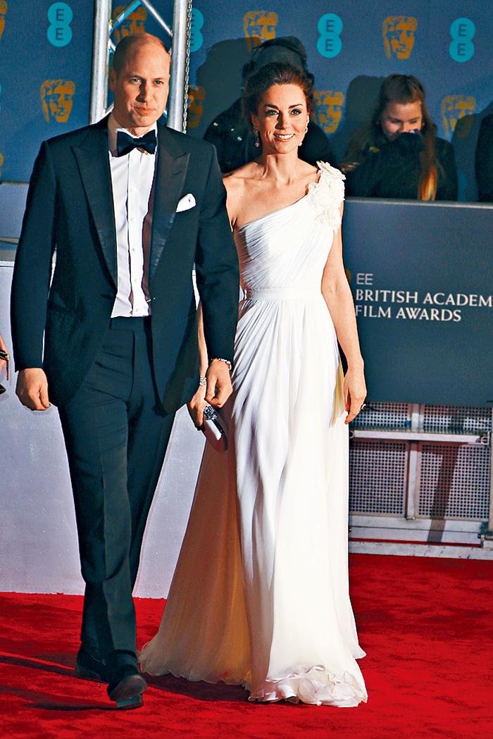■凱特戴着奶奶戴安娜皇妃的耳環及英女皇的鑽石手鐲出席盛會。