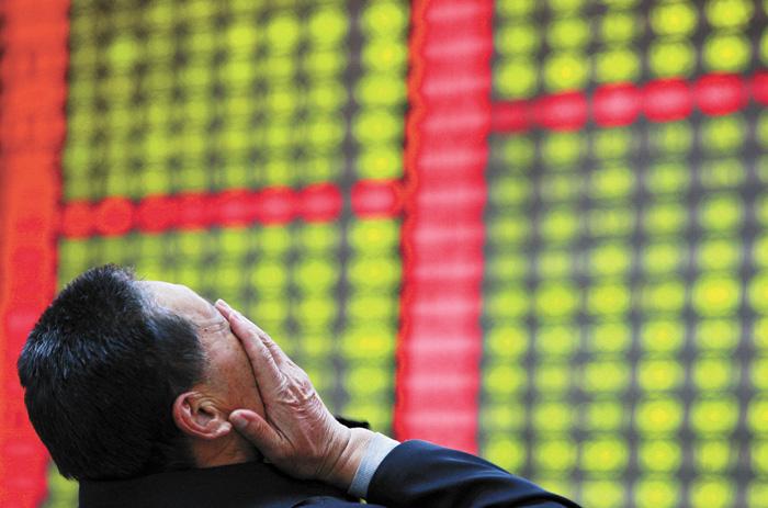 代表中國股市的上證綜指2018年頻頻暴跌,股民鬱悶。