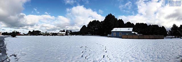亨波爾特縣麥堅尼維爾的地面鋪滿白雪。取自推特