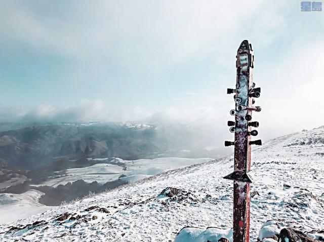 菲蒙(Fremont)的米慎峰(Mission Peak)披上白雪妝。取自推特