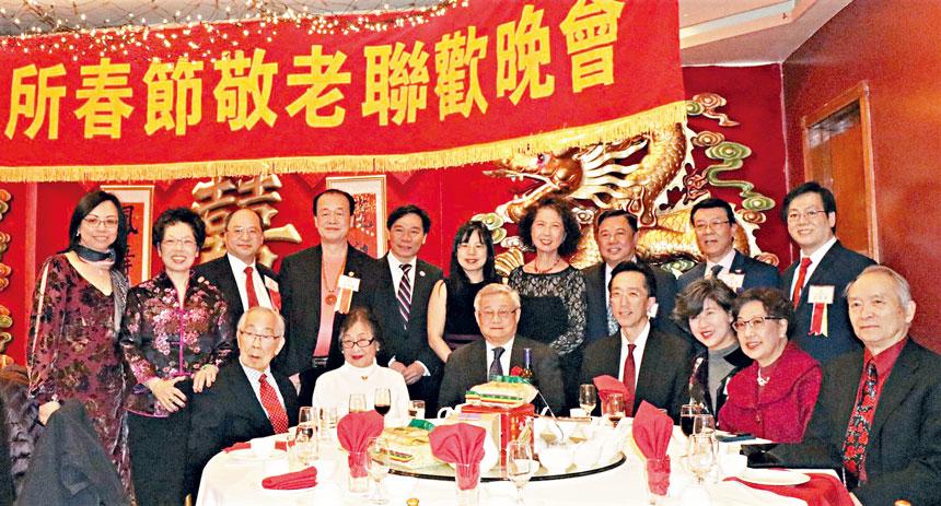 (前排左起)陳毓璇夫婦、陳家驊、徐佑典、譚繼欣、蔣宗壬夫婦等合影。李強攝